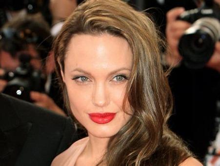 Angelie Jolie- Oval face